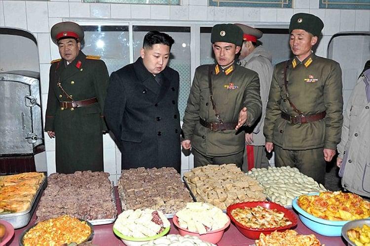 Kim jong un eligiendo comida